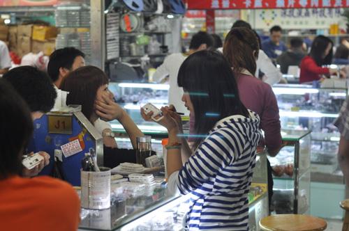 Mobile Phone Mega-Market in Shenzhen « bunnie's blog